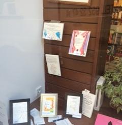Libros Colgados en escaparate Librería Proteo